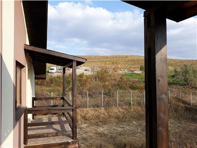 Corp vila duplex, ultraspatios, zona Plopii fara sot, curte 600 mp, drum privat
