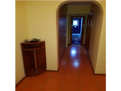 Apartament 3 camere de inchiriat Podul de Fier