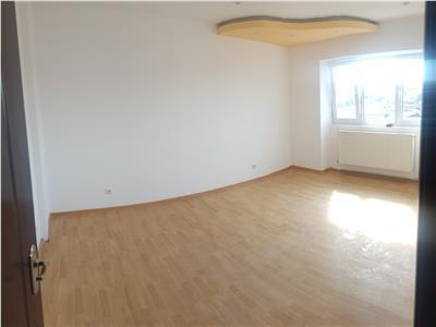 Apartament de 2 camere, transformate in 3, in Nicolina