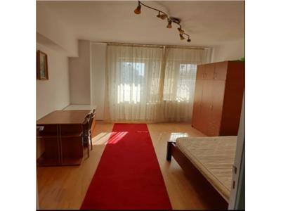 Ultra central, 3 camere, decomandat, complet utilat, 525 euro
